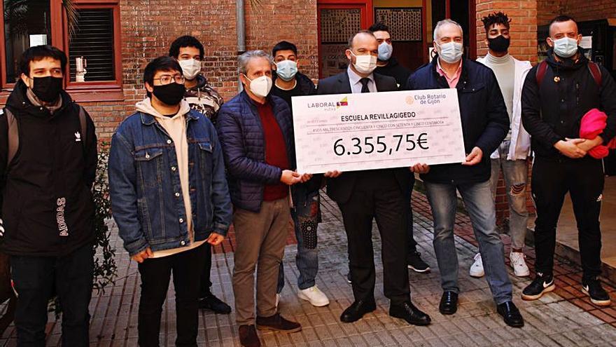Los rotarios entregan al Gedo más de 6.000 euros en becas