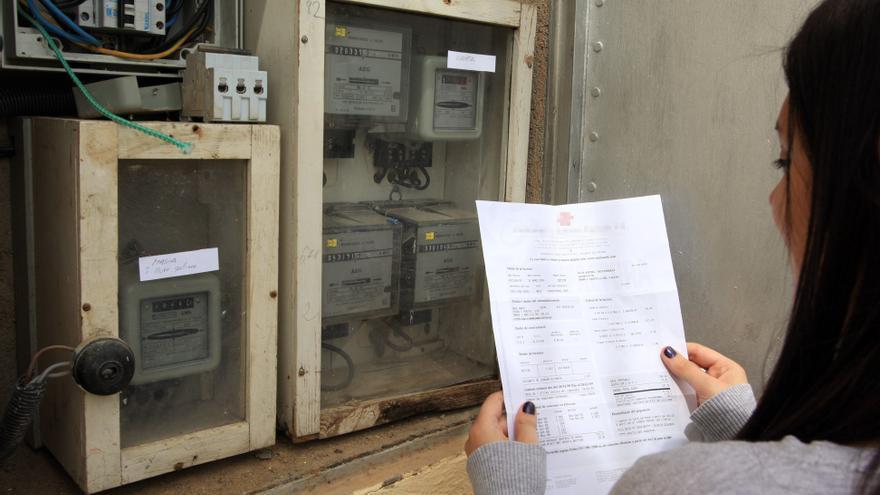 Los cacereños pagan cada año 1.180 euros en luz, gas y agua