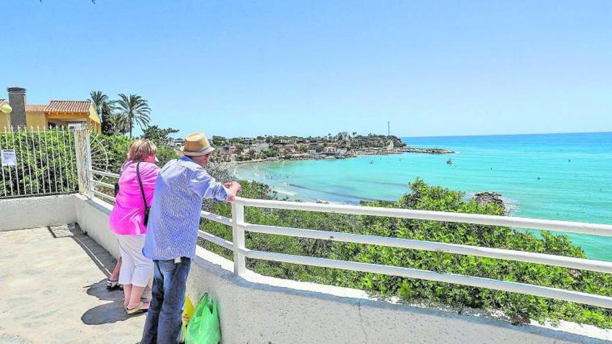 Orihuela pretende potenciar el turismo en su litoral con el distintivo de Sendero Azul