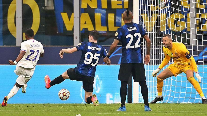 Un gol de Rodrygo al minut 89 dona la victòria al Madrid davant l'Inter