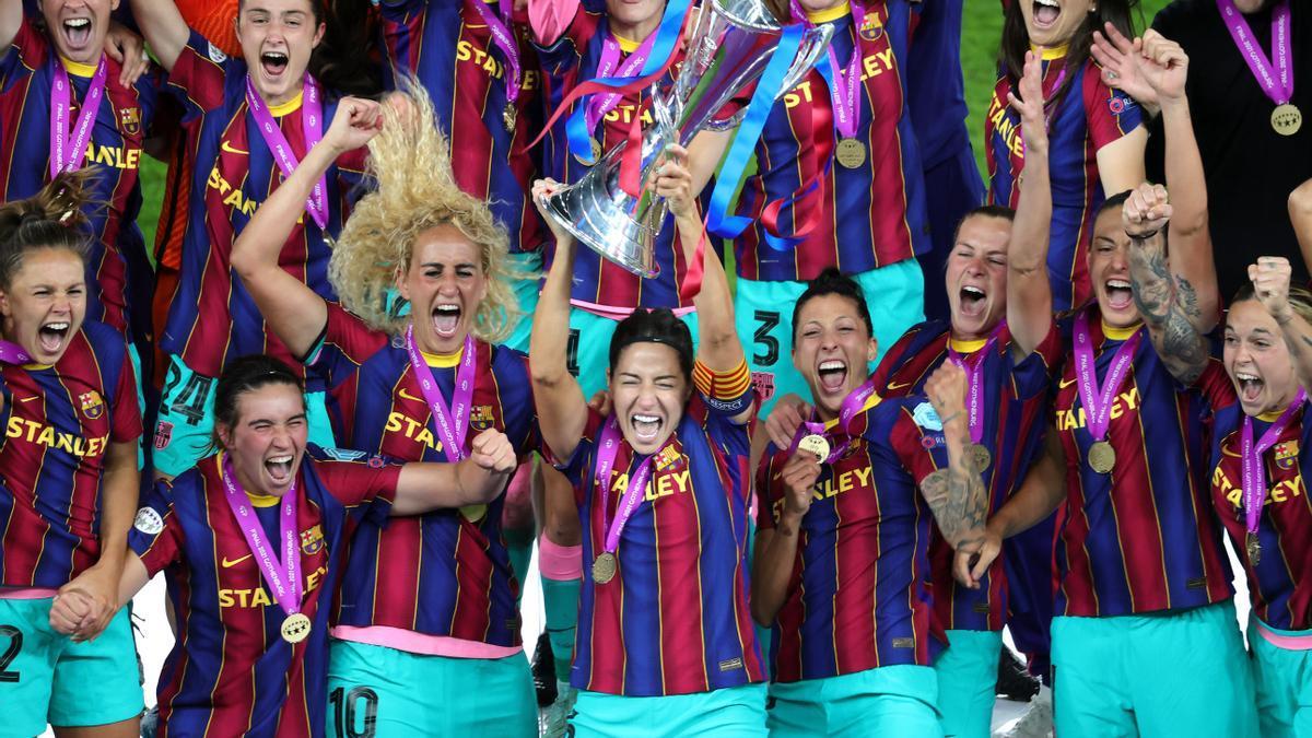 Las jugadoras del Barça celebran el título como campeonas continentales.