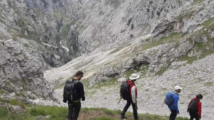 """""""El Cares se vende como turístico, pero no es para todos"""", avisan los montañeros"""