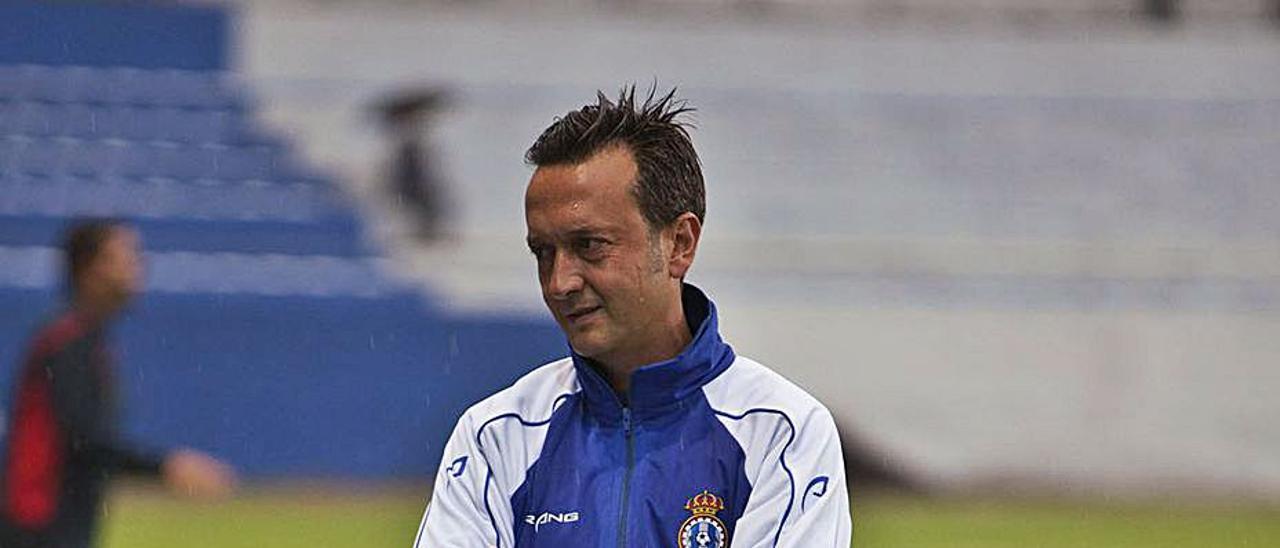 Chiqui de Paz, en su etapa de entrenador del Avilés.   I. P.