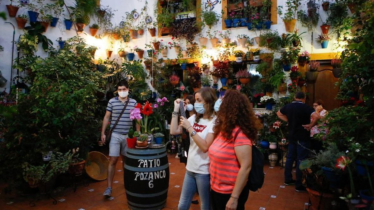 Visita a los Patios de Córdoba con medidas covid en el otoño de 2020.