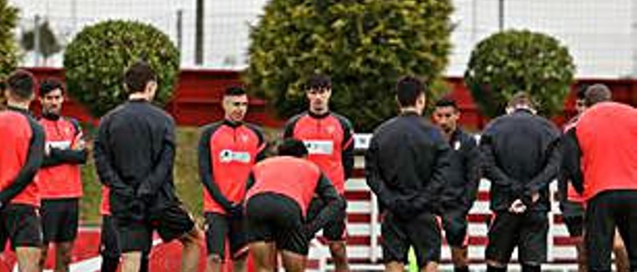 Los jugadores del Sporting, ayer en Mareo. | J. P.