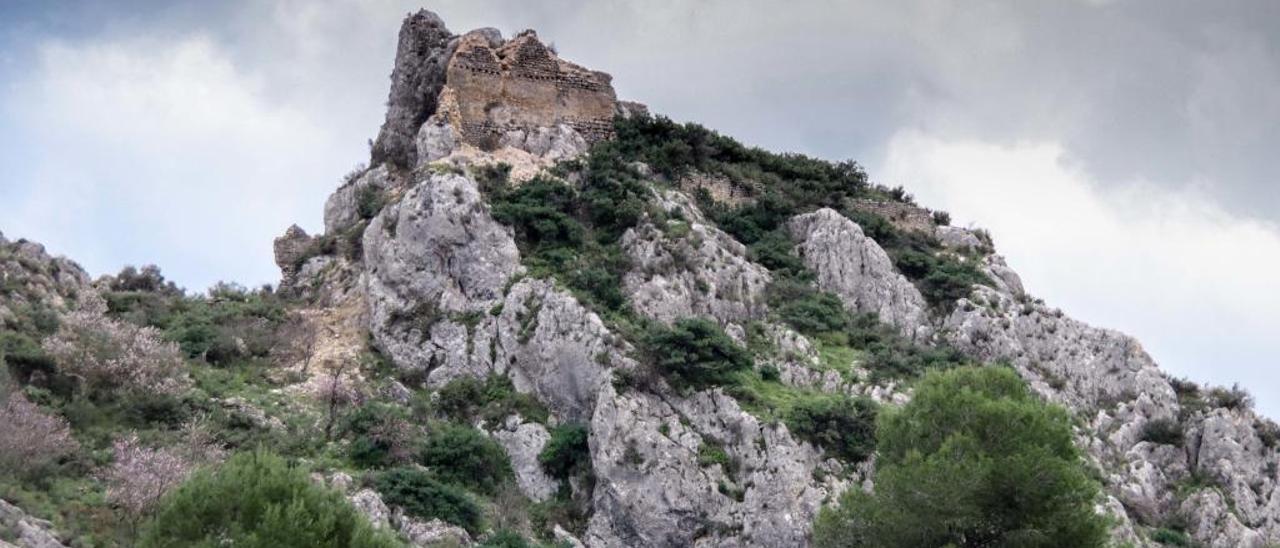 Imagen actual del castillo, ya sin el paredón.