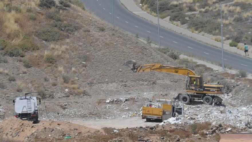Limpieza inicia el desmantelamiento de la escombrera abierta en El Lasso