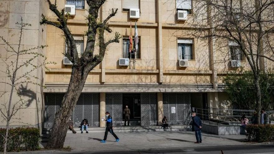 Ordenan reabrir una causa por trato degradante a una persona transexual en Badajoz