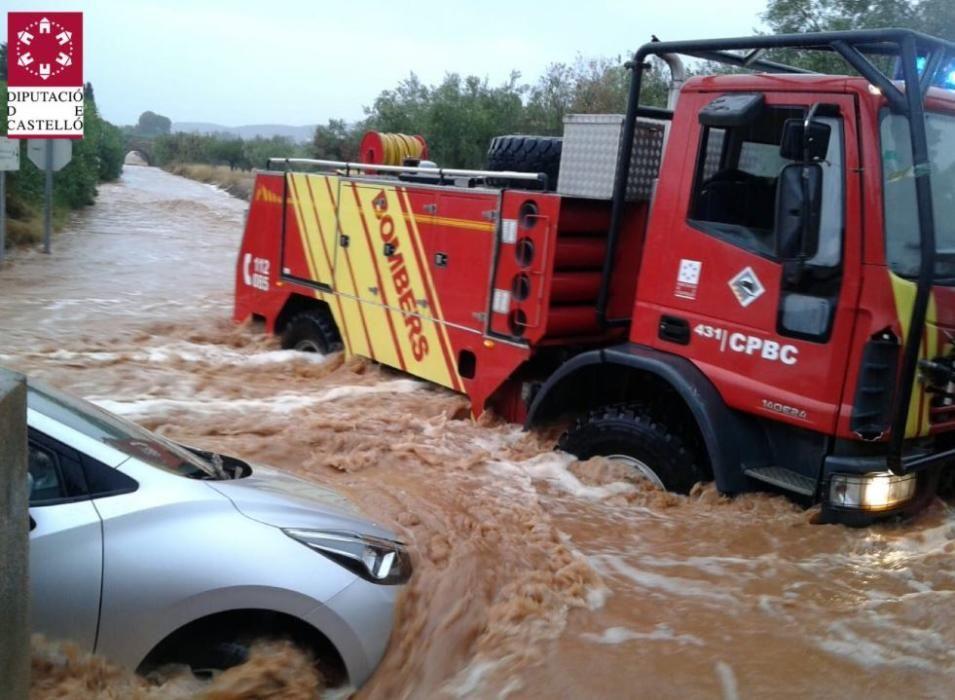 Rescate a un vehículo atrapado en el agua en Benicarló
