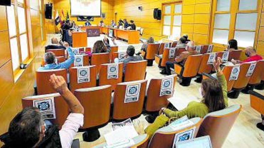 El Cabildo aprueba un plan para garantizar el suministro de agua potable hasta el 2025