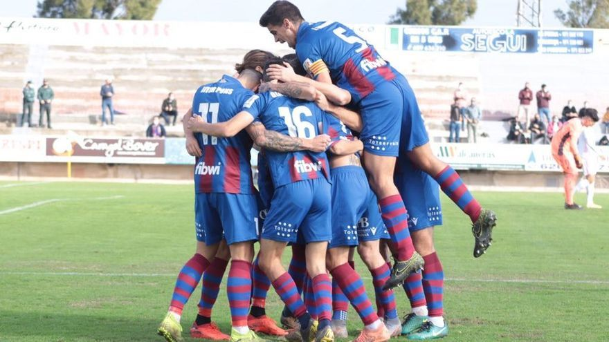 El Poblense firma ante el Castilla su cuarto empate de la temporada