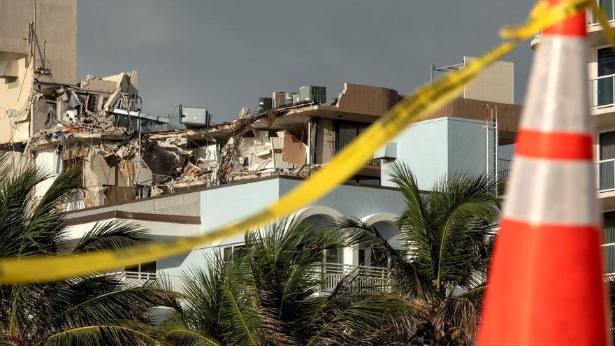 Suben a diez los muertos por el derrumbe en Miami