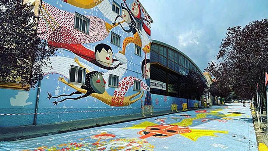 L'il·lustrador Valentí Gubianas finalitza un mural de grans dimensions a Ripollet