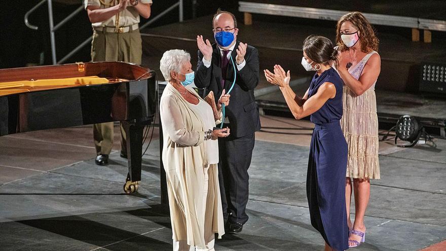 Letizia se rinde ante la maestría de Judi Dench y Stephen Frears