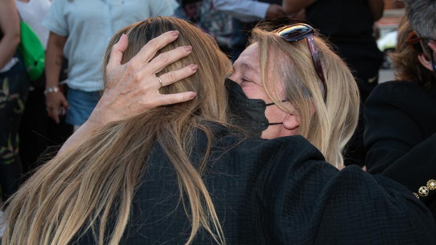 El tenso reencuentro de Antonio David en el funeral de Mila Ximénez