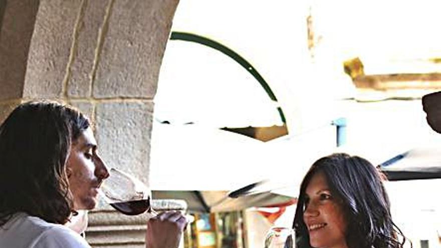 Viña Costeira dona 30.000 botellas de una edición especial para ayudar a la hostelería
