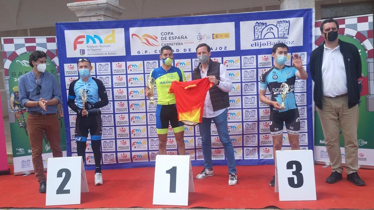 Luis Arcega, del Riazor ParaCiclismo Galicia, en el podio