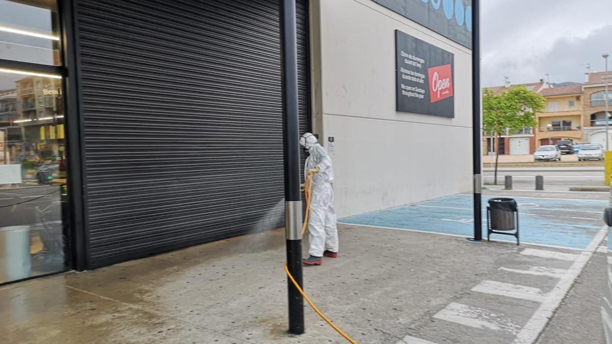 La desinfecció a un supermercat.