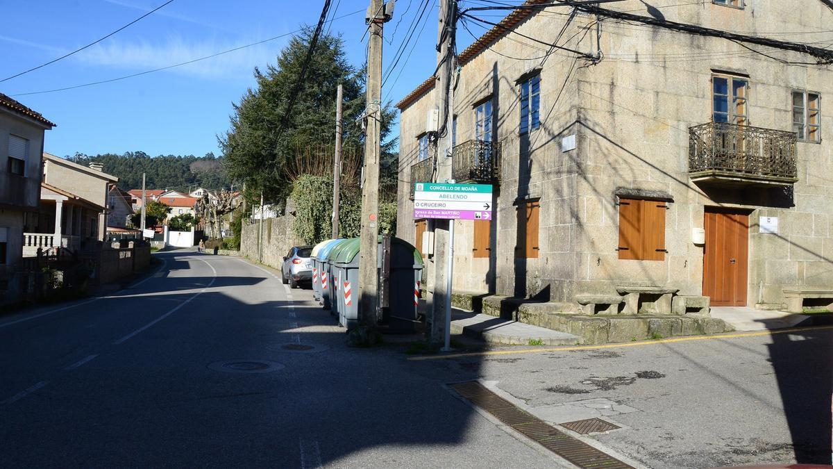 Una vista de la carretera de Moaña-Coiro, en el núcleo de Abelendo.