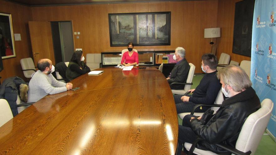 Los alcaldes de La Guareña llevan sus peticiones a Clara San Damián