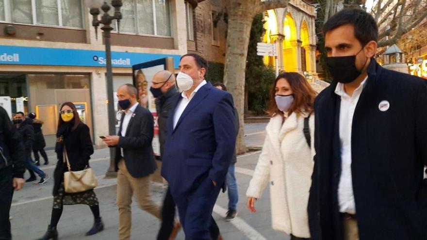 Sorpresa per veure Oriol Junqueras i Raül Romeva pel centre de Manresa