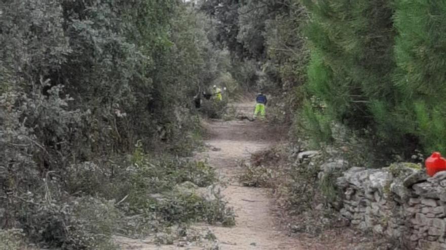 Villar del Buey procede a la limpieza de la senda de gran recorrido en Arribes