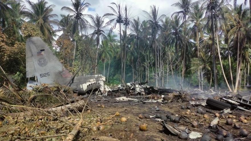 Al menos 50 muertos en el siniestro de un avión militar en Filipinas