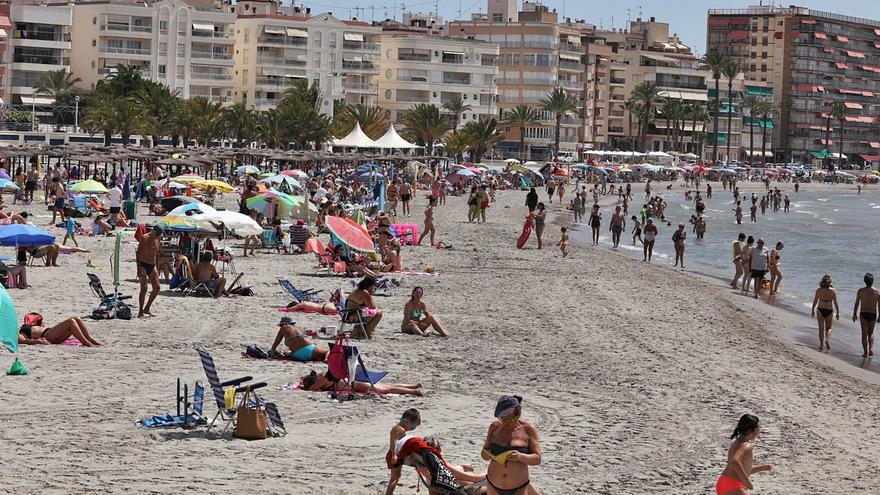 Los destinos turísticos aumentan este año su afluencia diaria de visitantes en la provincia de Alicante