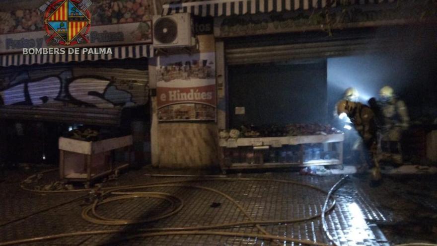 Alarma por el incendio en una frutería en Palma