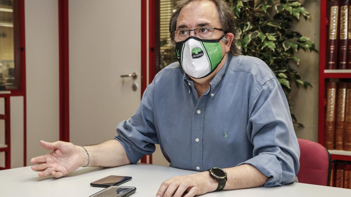 José Manuel Sánchez, este jueves en la redacción de EL PERIÓDICO EXTREMADURA.