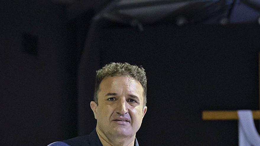 """Ángel Hernández Gutiérrez: """"El migrante en las redes sociales solo pone éxitos no la penuria del viaje"""""""