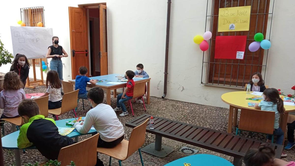Actividades infantiles en Villanueva con motivo del Día del Libro