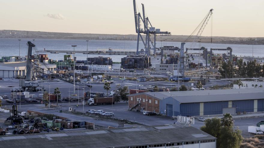 El Puerto de Alicante pierde más mercancías que la media del país en lo que va de año