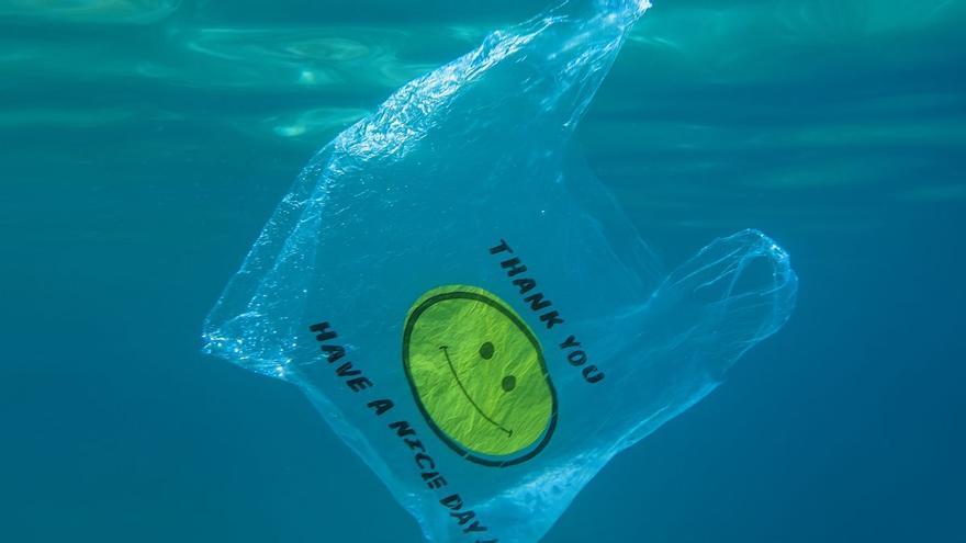Denunciados 78 establecimientos de Baleares por dispensar bolsas de plástico