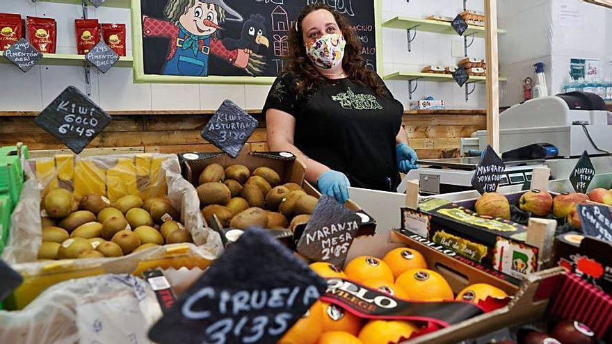 La red de mascarillas de Calvo ayuda a abrir un negocio a una voluntaria