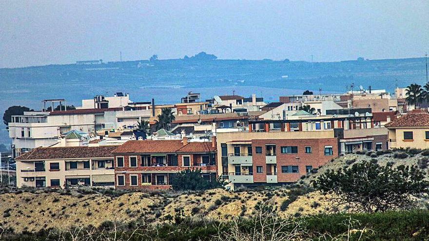 San Miguel de Salinas intenta «parchear» la subida del 242% del IBI