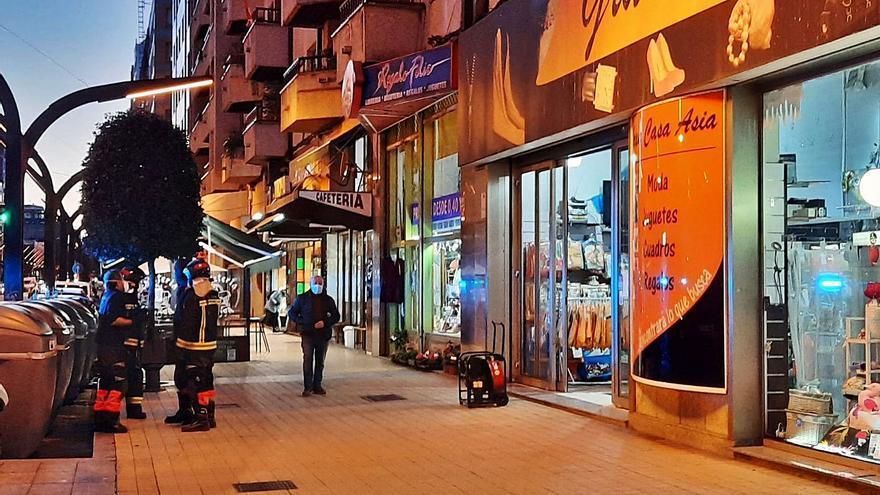Investigan un incendio provocado en un bazar chino de la avenida Constitución