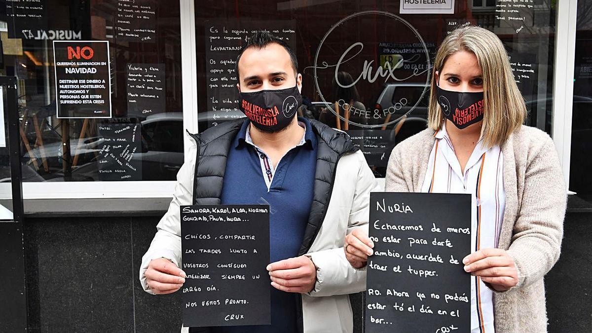 Ismael Díaz y Yolanda Míguez, propietarios del café Crux.   | // VÍCTOR ECHAVE
