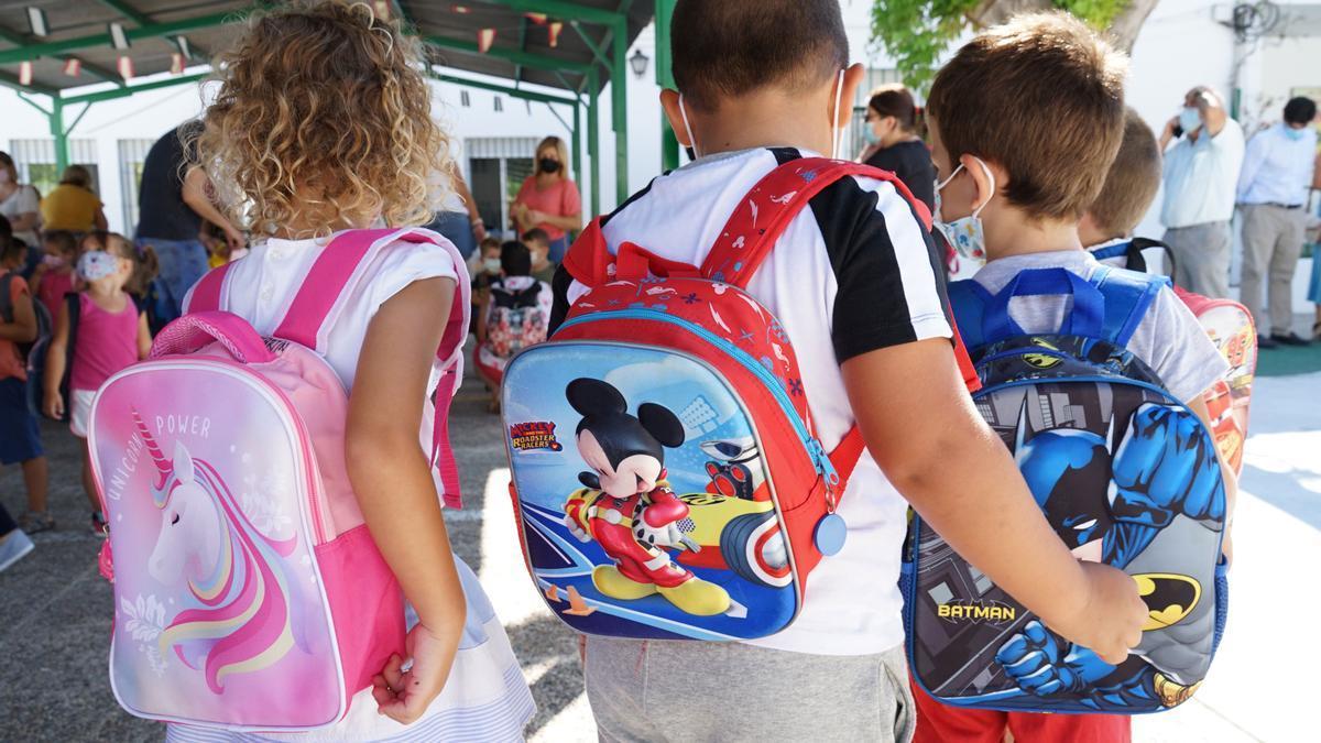 Alumnos en el inicio del nuevo curso escolar en Málaga.