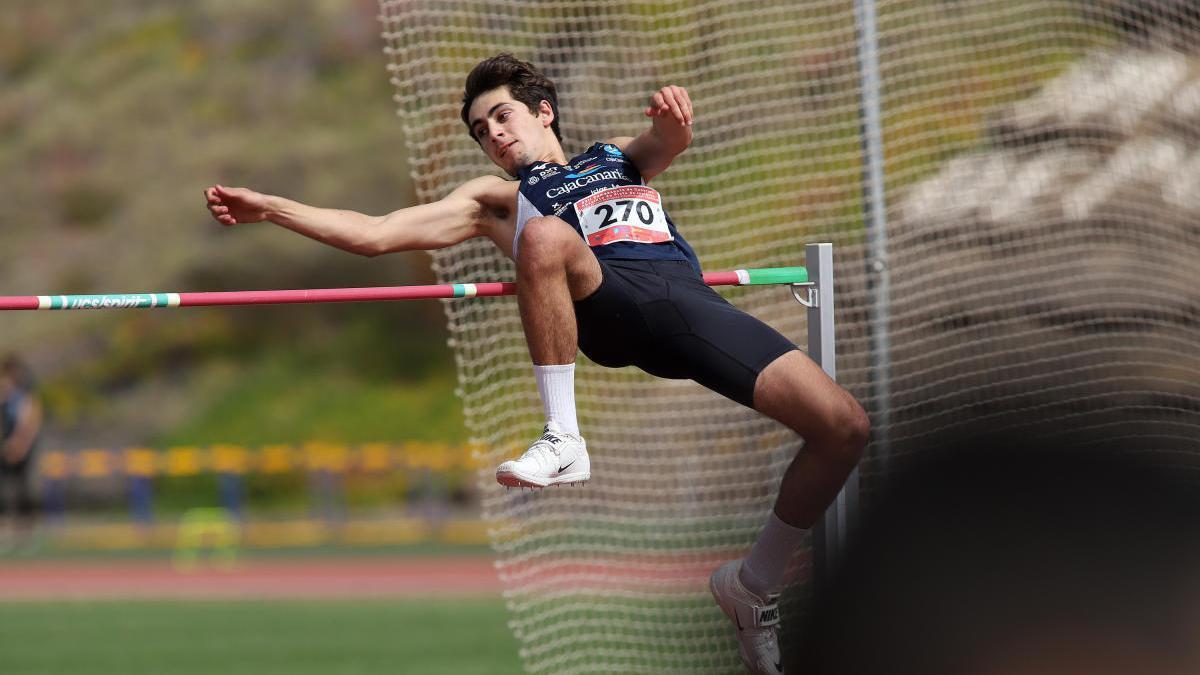 Un atleta del CajaCanarias.