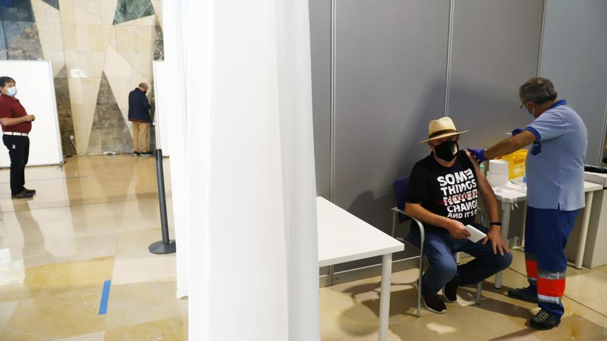 Vacunación masiva este miércoles en el Palacio de Ferias de Málaga