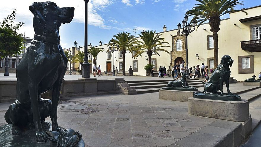 El origen de los perros de la plaza de Santa Ana