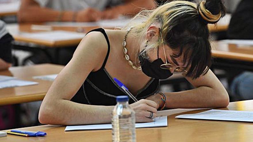 Casi 2.800 universitarios gallegos más logran beca al variar el umbral de renta