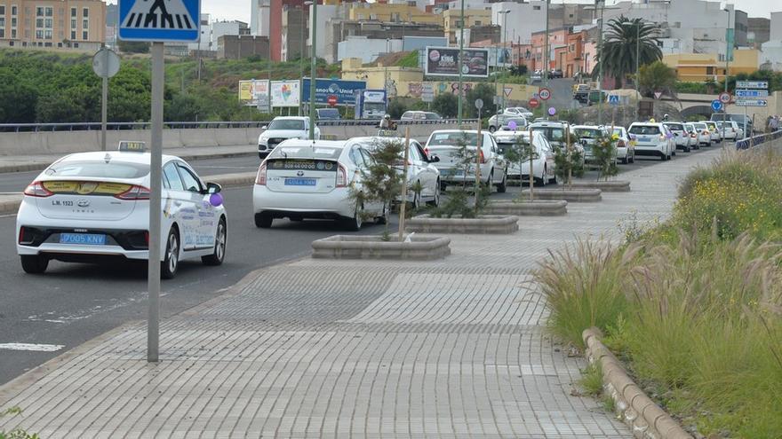 El TSJC ratifica la suspensión del trabajo  por turnos de los taxistas