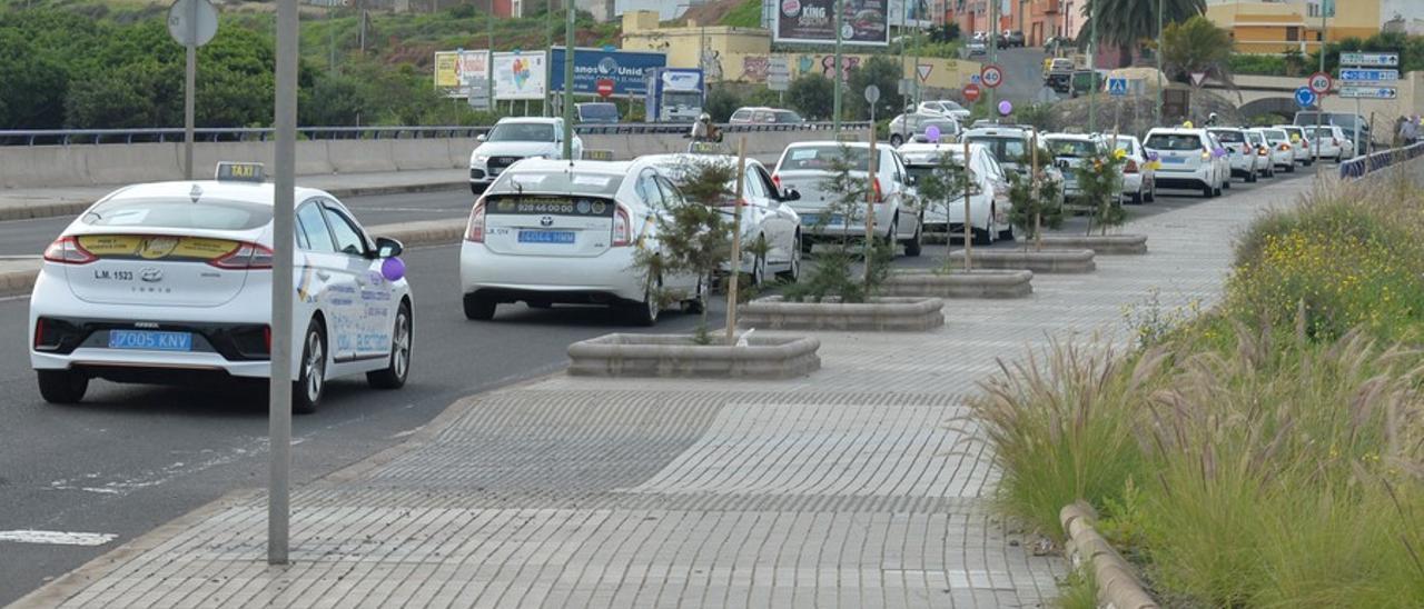 Manifestación-caravana para exigir la regulación del taxi en enero de este año