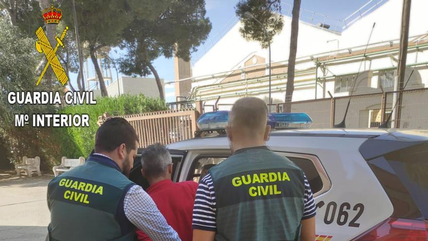 Detenido un joven por robar violentamente cajas de marisco en tiendas de congelados