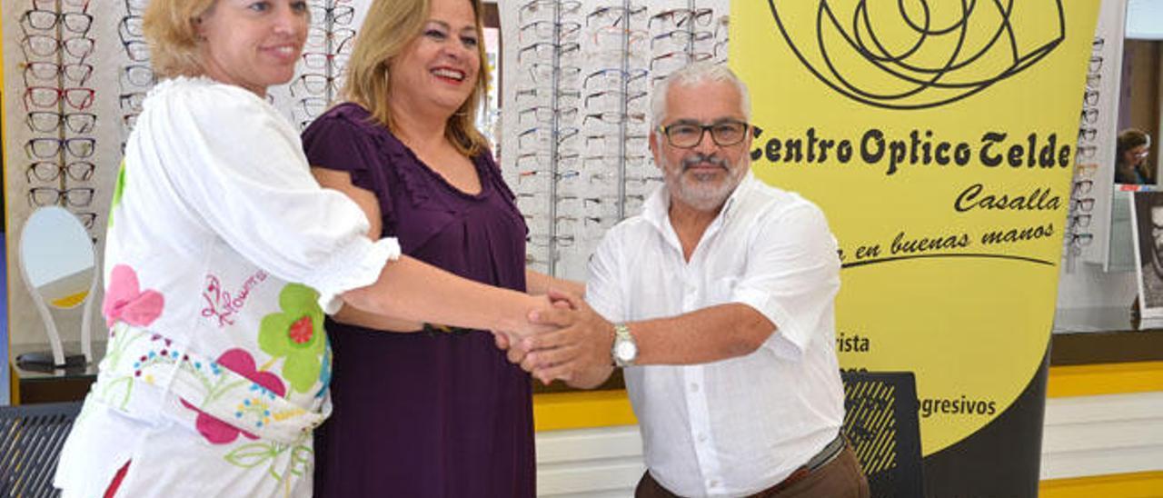Sonsoles Martín, Carmen Castellano y José Casalla, ayer, tras la firma del convenio