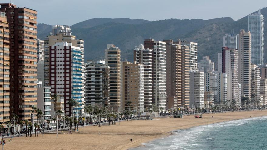 La Generalitat detecta en Benidorm un brote de origen laboral con 30 contagios