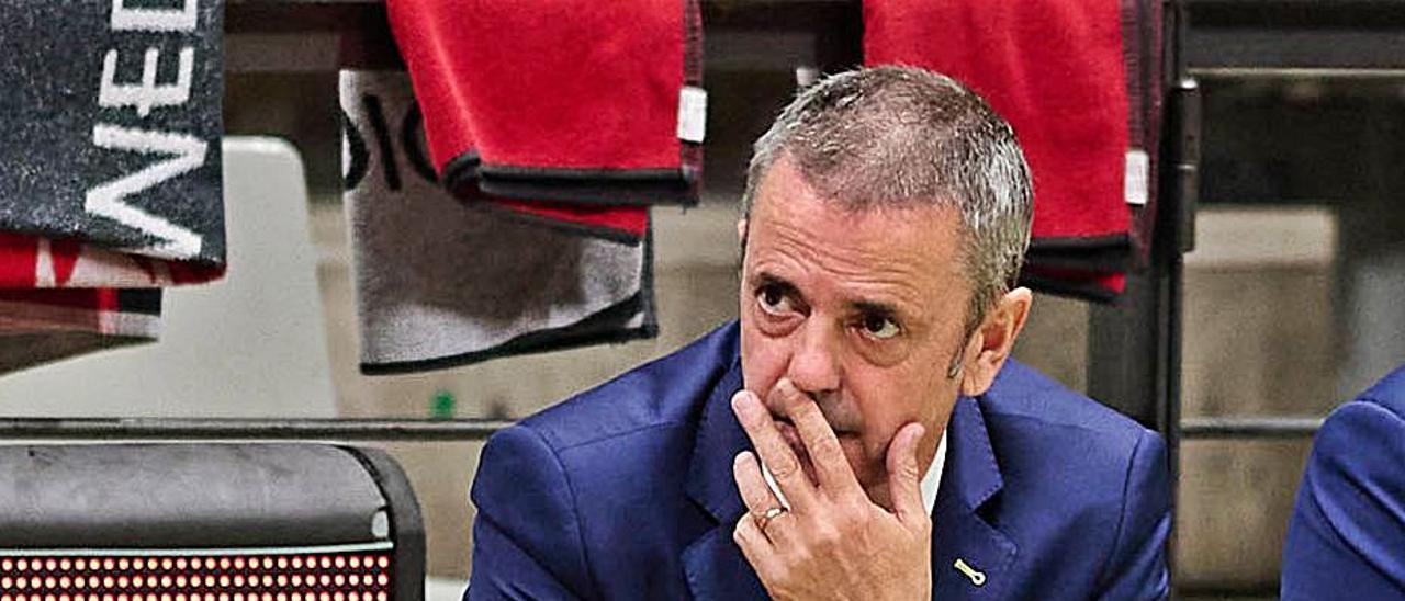 Porfi Fisac, entrenador del Granca, durante el partido contra el Joventut. | | LOF