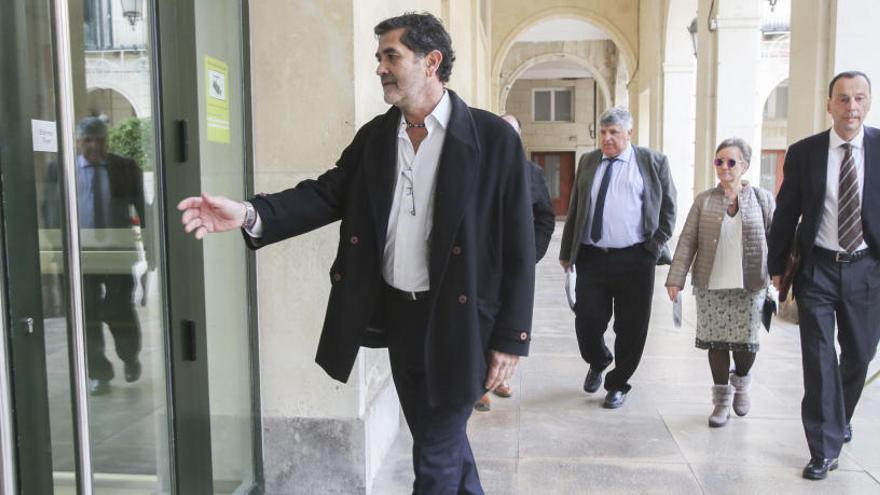 El tribunal no ve delito en que la feria outlet se contratara al margen del procedimiento